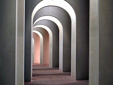 Arco Mania: perchè la forma ad arco è così di tendenza?