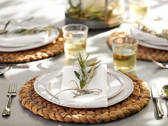 Come decorare la tavola per una cena con amici
