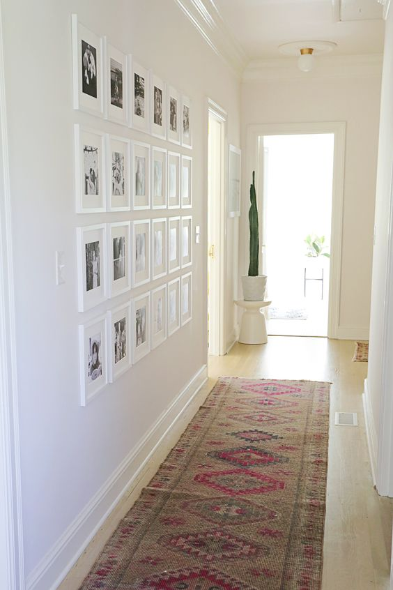 corridoio gallery wall