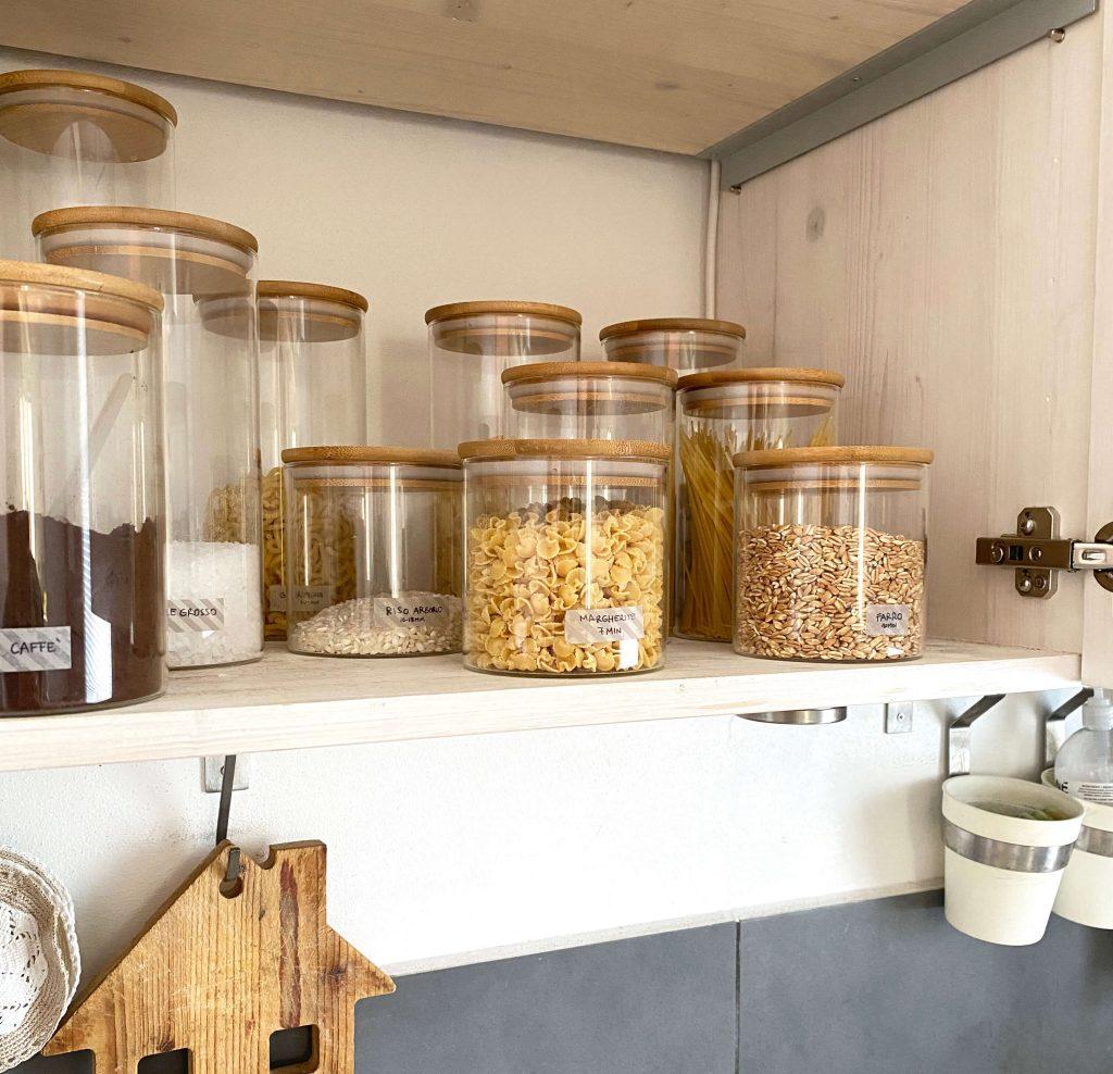 Come organizzare la cucina -barattoli vetro e legno Amazon